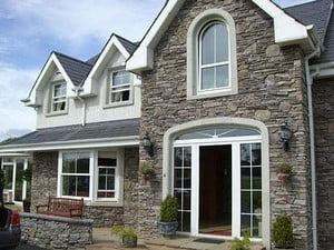 Дом, полностью облицованный камнем