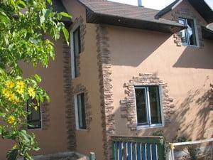 Дом, отделанный разными материалами