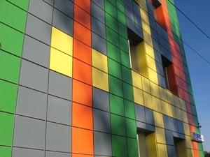 Дом, отделанный разноцветной плиткой