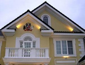 Декор в фасаде дома