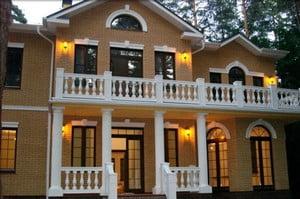 Аристократический фасад дома