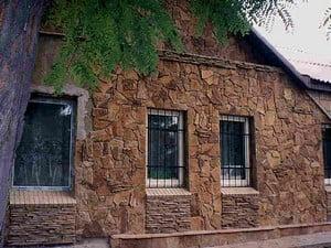 Фасад, отделанный полностью натуральным камнем