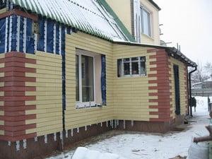 Дом, облицованный кирпичом