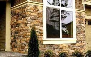 Фасад частного дома, облицованный камнем