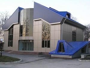 Двухэтжаный дом, облицованный плиткой