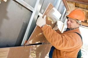 Процесс установки фасадной плиты керамогранита