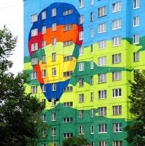 Разукрашенный многоквартирный дом