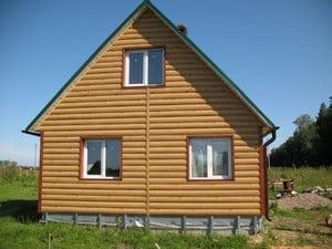 Дом, отделанный сайдингом под бревно