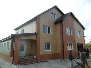 Фасад частного дома облицован плиткой