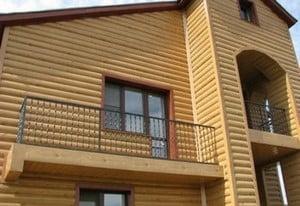 Дом, облицованный блок хаусом