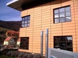 Фасад облицован керамической плиткой