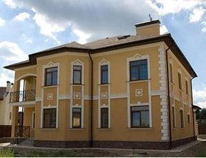 Фото отделки фасадов домов дагестанским камнем