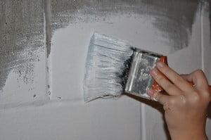 Покраска бетонной стены фасадной краской