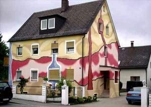 Необычный дом с рисунком