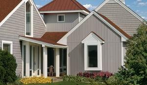 Дом, отделанный вертикальным сайдингом