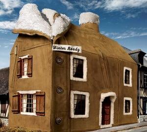 Нарисованный дом в куртке
