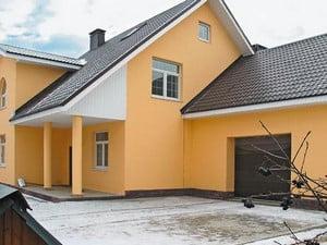 Окрашенный желтый дом