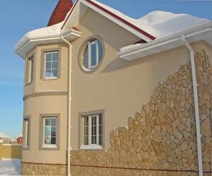 Смешанная отделка фасада дома