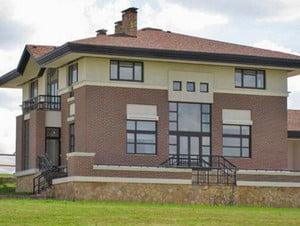 Стильный дом с разными материалами