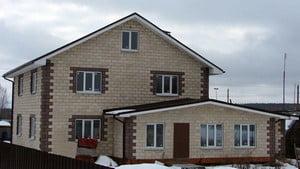 Дом из пеноблока с готовым фасадом