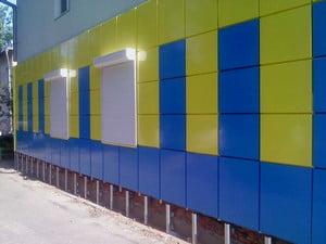 Яркий фасад здания