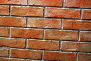 Окрашенная стена из кирпича
