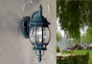 Уличный красивый фонарь