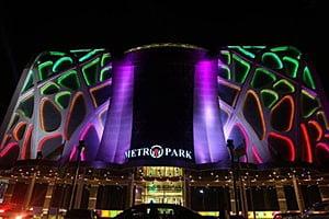 Освещенный торговый центр МетроПарк