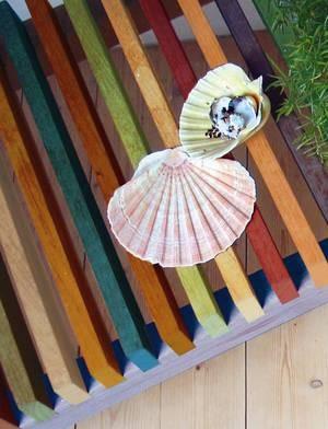 Цветная скамейка и веер
