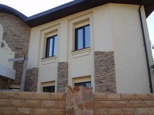 Использование песчаника для фасада