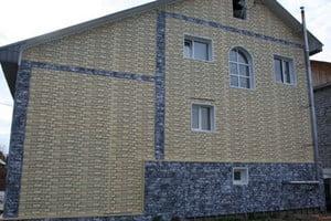 Дом, отделанный сайдингом Доломит