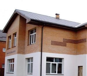 Фасад, отделанный кирпичом