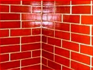 Окрашенная кирпичная стена