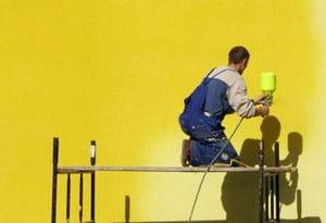 Покраска фасада в желтый цвет