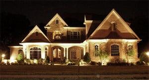 Освещенный частный дом