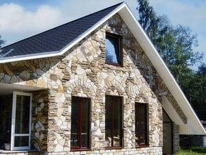 Обшивка фасада дома камнем