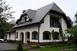 Красивый оштукатренный дом