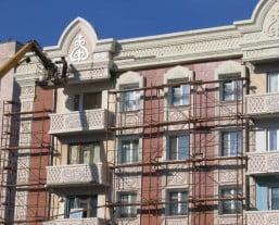 использование лесов при реконструкции фасада
