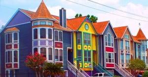 Яркие цвета фасадов домой