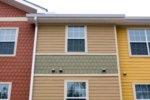 Обшивка фасада разнообразными материалами
