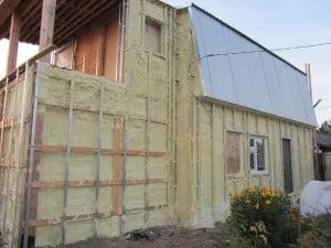 Каркас здания с утеплителем